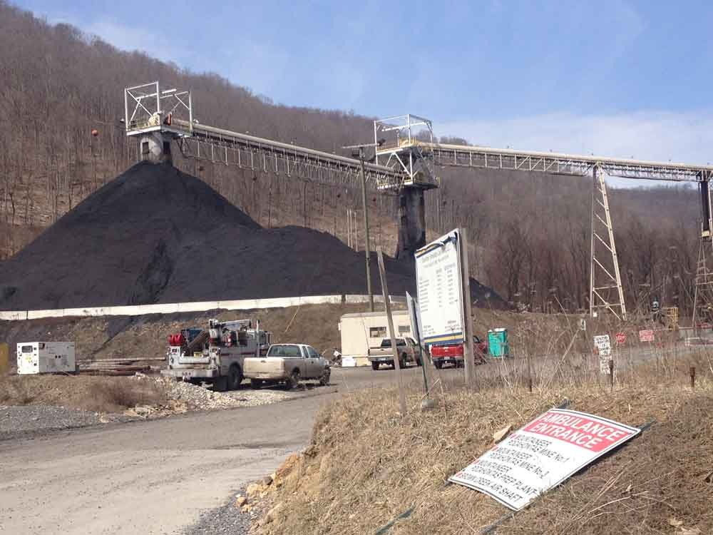 8 miners reported injured when brakes on a mantrip fail at the Greenbrier Minerals Mountaineer Pocahontas #1 Mine.